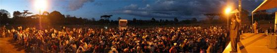 Am Abend bei der Evangelisation in Namanga