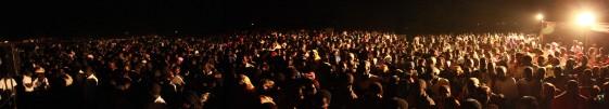 Menschenmenge am Abend