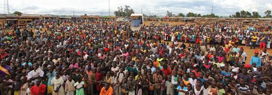 Die Menge in Kamukuywa