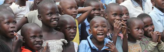 Kinderprogamm bei der Evangelisation in Kaliro