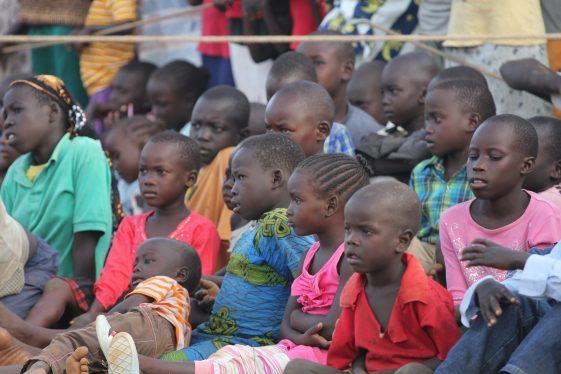 Kinder bei der Evangelisation in Yumbe, Uganda